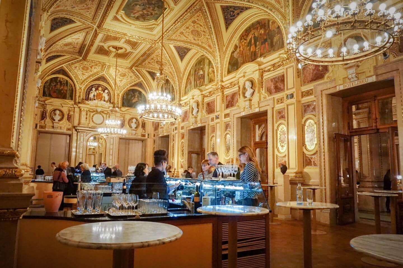 Schwindfoyer, Vienna State Opera, How to get a standing room ticket, Austria