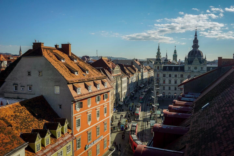 Blick von oben auf den Hauptplatz in Graz inkl. Rathaus