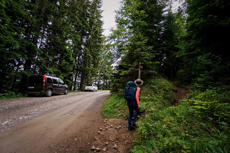 Kofce mimo Kapelice, Dom Na Kofcah Trailhead, Slovenia