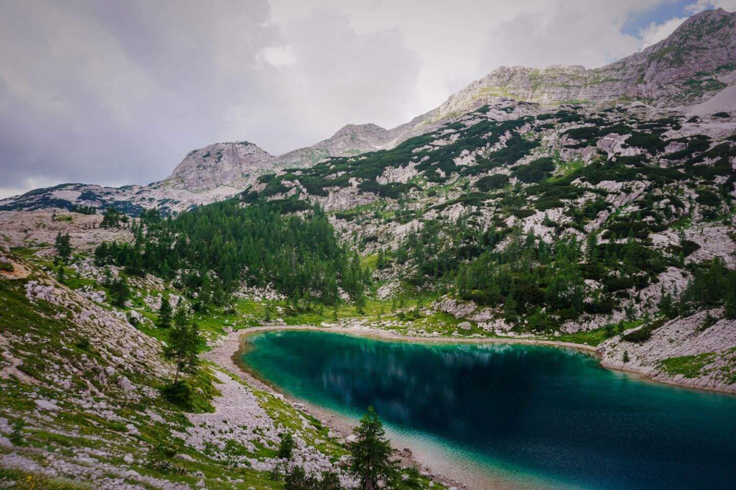 Jezero v Ledvicah (Kidney Lake), Triglav Lakes Valley Hike, Slovenia