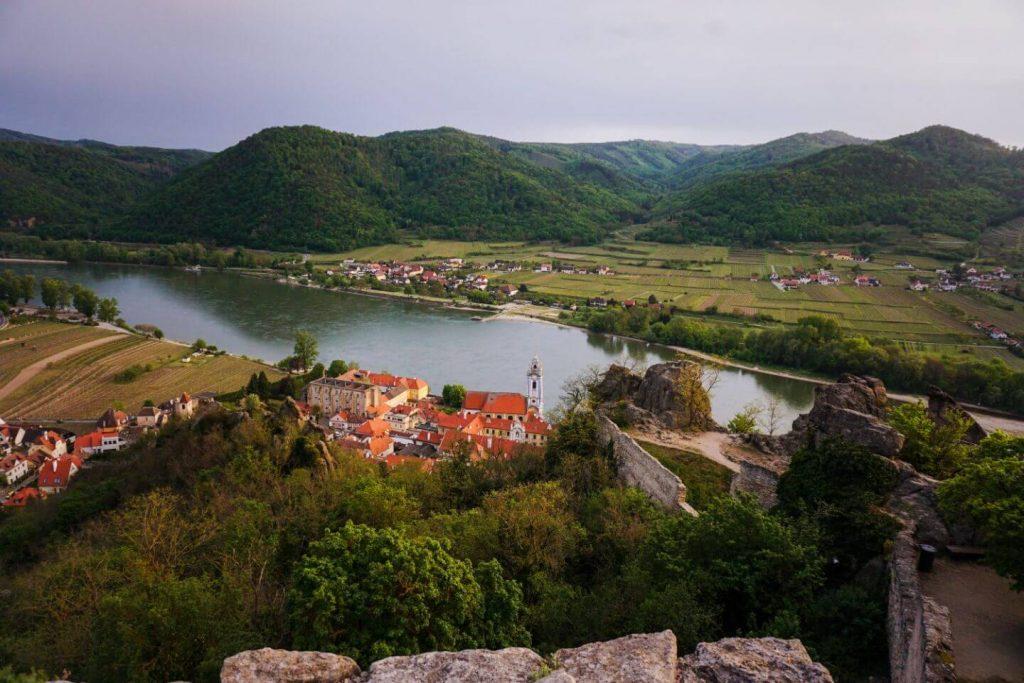 Aussicht auf Dürnstein und die Donau von der Burgruine Dürnstein, Niederöstereich