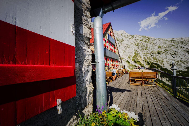 Außenterrasse der Bettelwurfhütte, Hall in Tirol, Karwendel