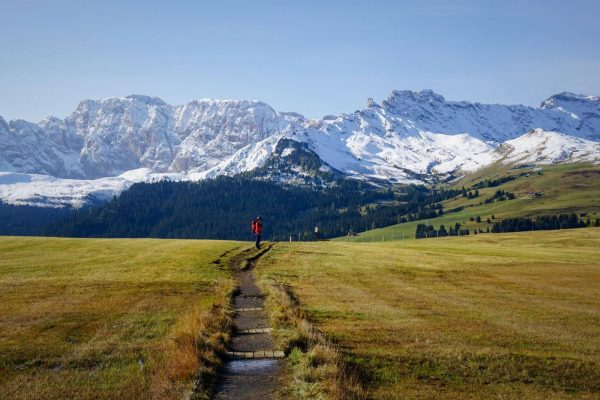Hiking across Alpe di Siusi to Saltria on Trail 9