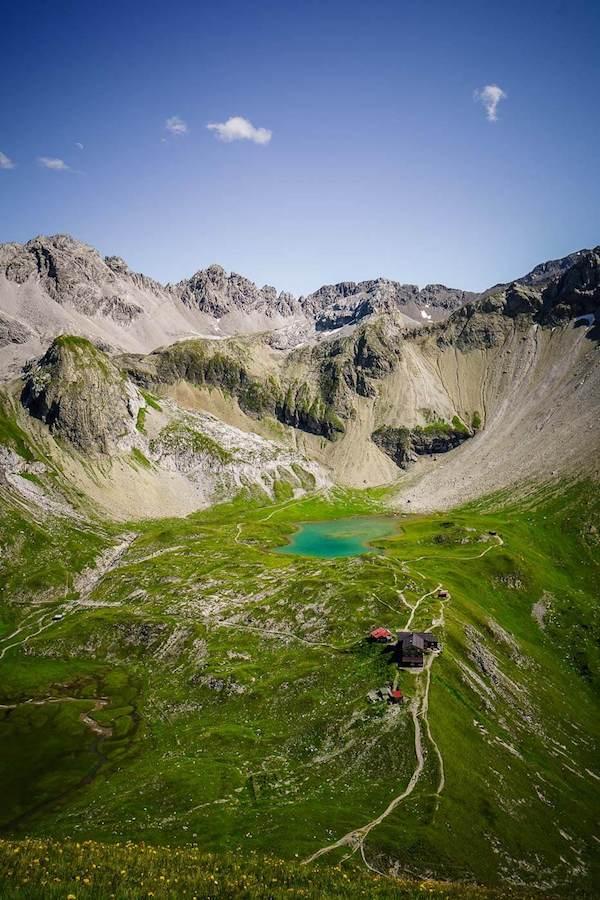 Memminger Hütte auf 2242 m mit Seewisee, Lechtaler Alpen, Österreich