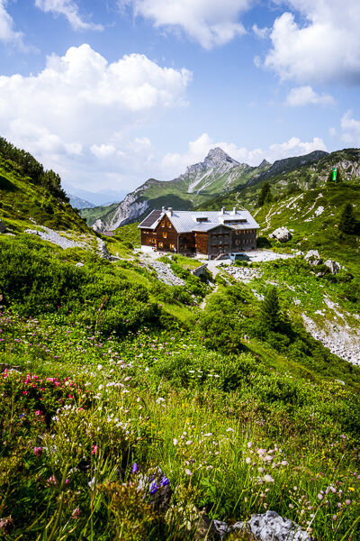 Freiburger Hütte am Formarinsee, Lechquellengebirge, Österreich