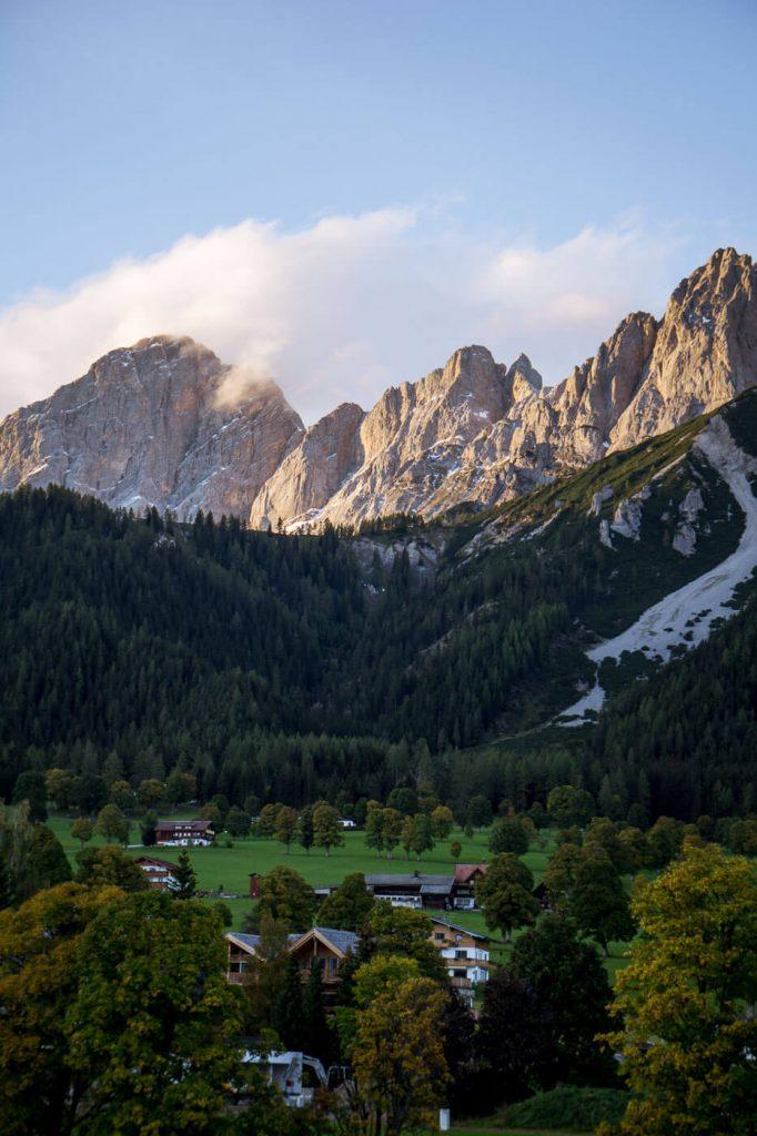 Aussicht aufs Dachsteingebirge von Ramsau am Dachstein, Österreich