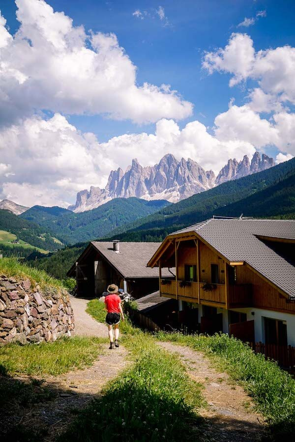 Farmstead along the Sunnseitenweg, Santa Maddalena, Val di Funes, Dolomites