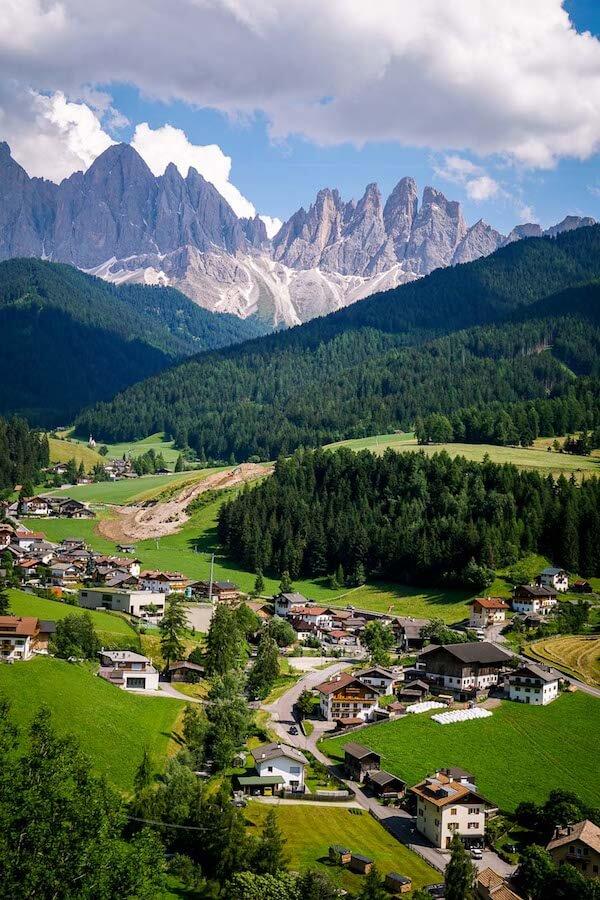 Sunnseitenweg Trail View, Santa Maddalena, Val di Funes, Dolomites