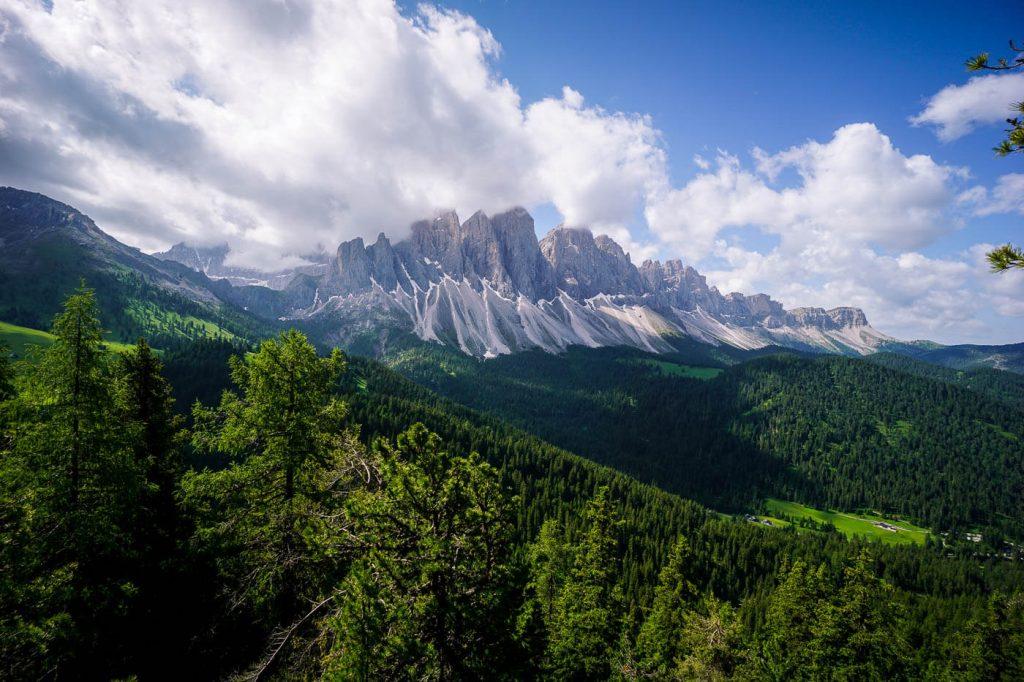 View of the Geisler Peaks, Oberer Herensteig Trail, Dolomites